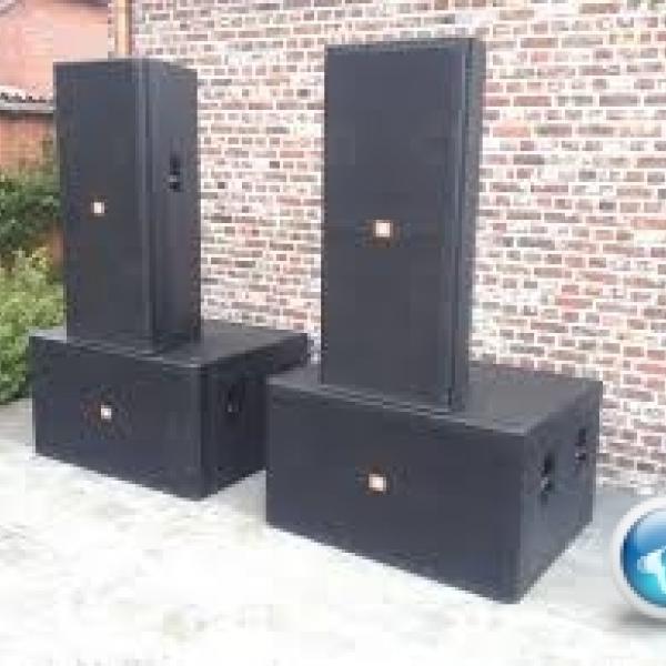 Loasub JBL SRX728S Âm Bass căng, mạnh mẽ sôi động