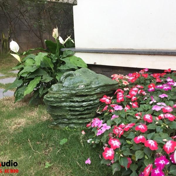 Loa giả đá OBT 1802E - trang trí sân vườn bằng loa giả đá bền đẹp